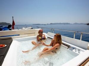 Luxury Yacht Charte